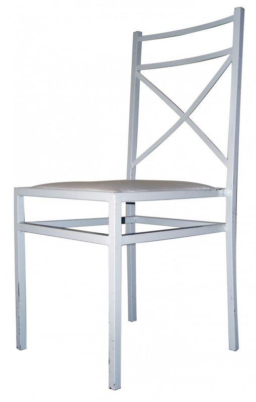 Cadeira Branca no Conjunto Residencial Glória - Locação de Mesas e Cadeiras em Moema